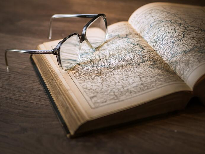 7 Must-Read Books for Investment Bankers To Better Understand Their Clients